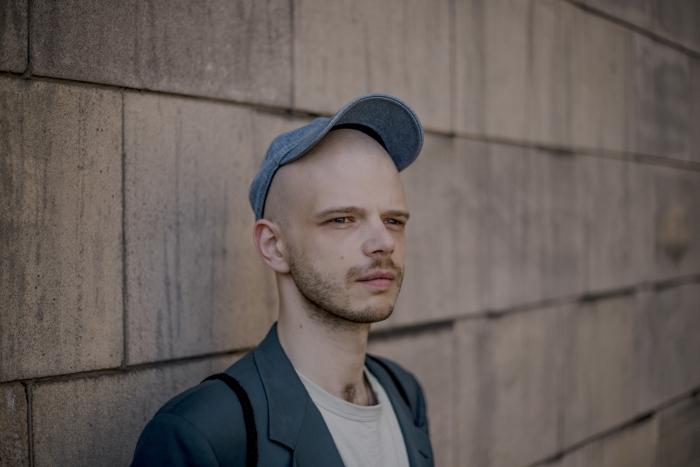 """Jędrzej Piaskowski, reżyser konkursowego spektaklu """"Puppenhaus. Kuracja"""""""